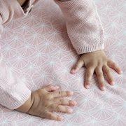 Afbeelding van Hoeslaken wieg Lily Leaves Pink