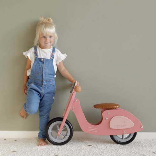 Picture of Scooter hout Pink