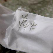 Wiegelaken Wild Flowers Olive bestickt