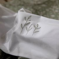 Afbeelding van Wieglaken Wild Flowers Olive geborduurd