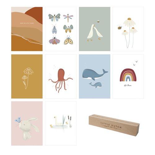 Collection de cartes avec porte-cartes en bois